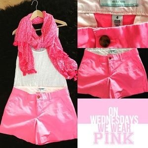 Pretty in Hot Pink 💕 Old Navy shorts & pink scarf